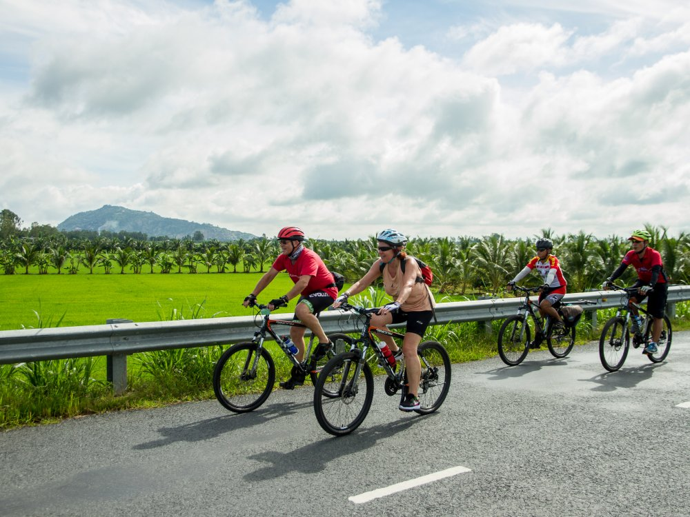 Vietnam_cycling_group_1