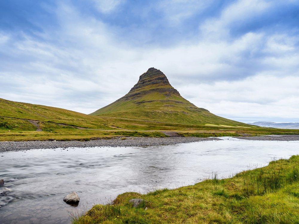 Berg Kirkjufell auf der Snaefellsnes Halbinsel im Westen von Island
