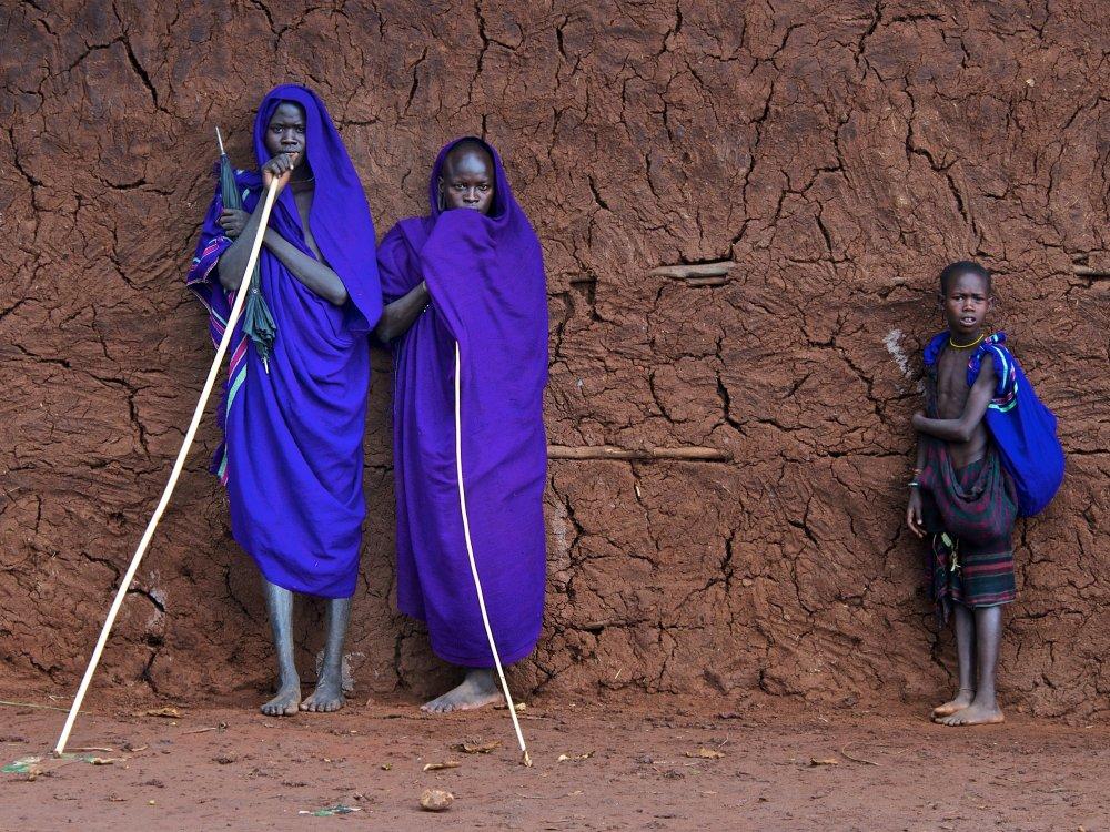 Stammesmitglieder im Omo Tal
