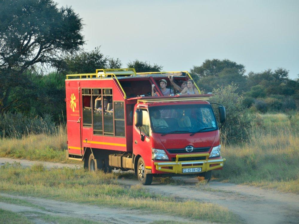 Truck im Khama Rhino Sanctuary in Botswana