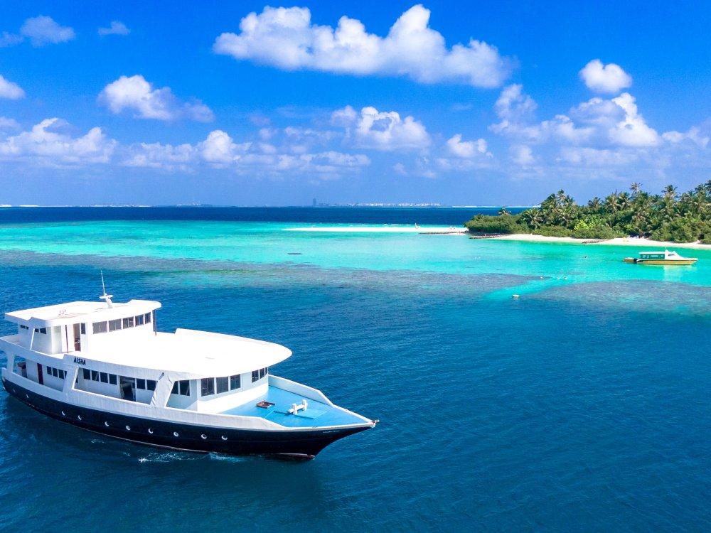 Das Schiff unterwegs auf den Malediven