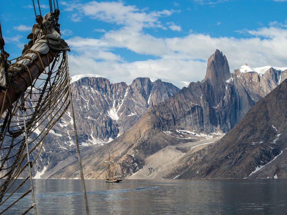 Blick von Deck auf die schöne Bergwelt