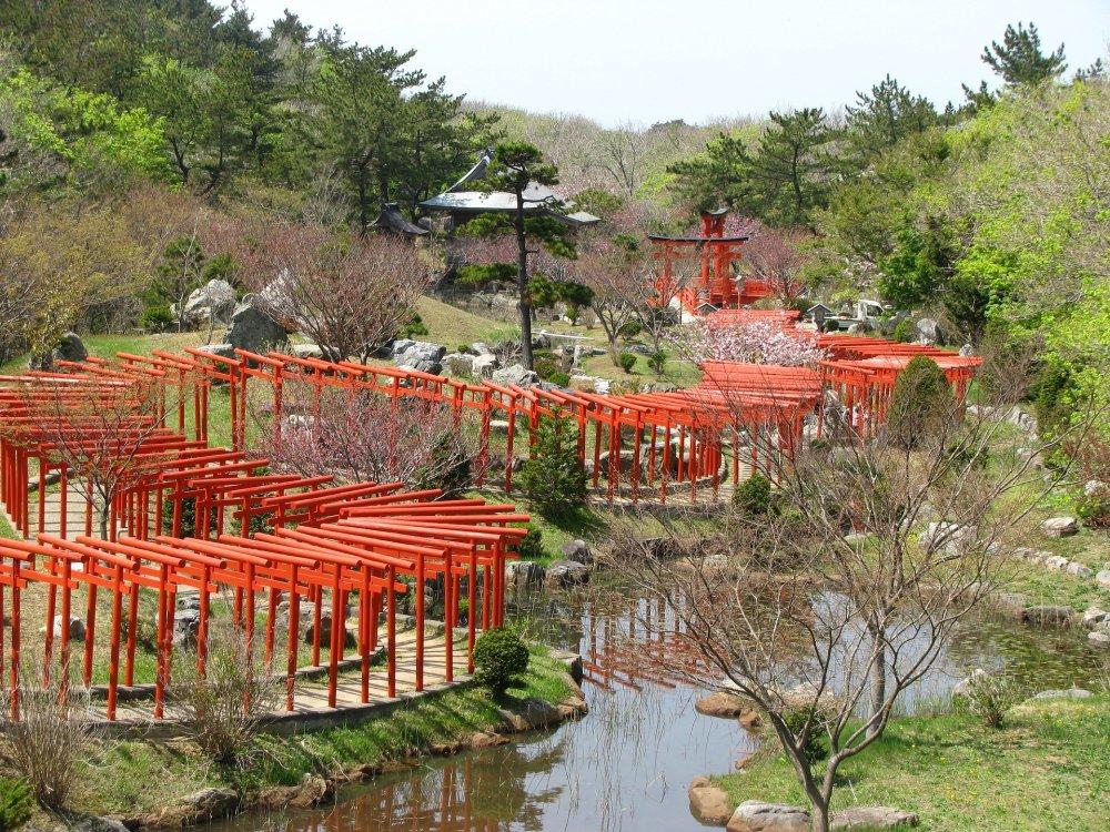 Rote Torii in Takayama