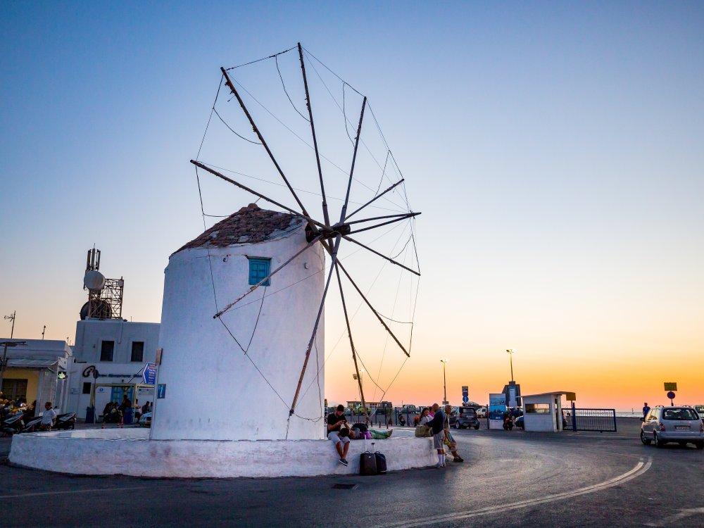 Griechische Windmühle auf einer Ägäisinsel