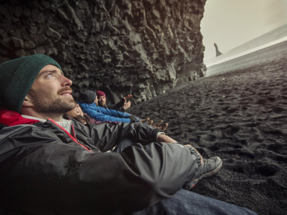 Basaltfelsen am schwarzen Strand bei Vik
