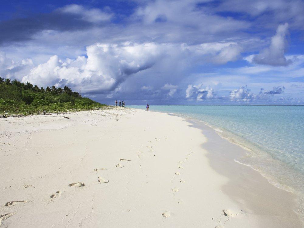 Paradiesischer Sandstrand auf einer Insel der Malediven
