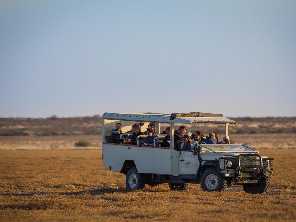Safarifahrzeug in Botswana