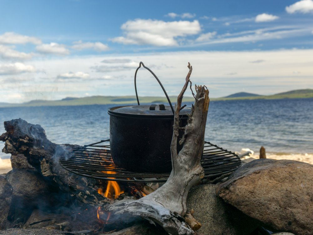 Grillen am See in Lappland