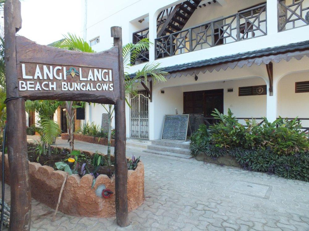Langi Langi Beach Bungalows 4