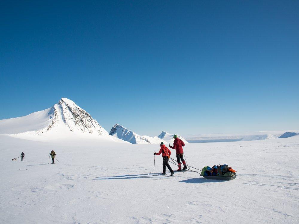 Unterwegs in traumhafter Landschaft bei der Spitzbergen Ski Expedition