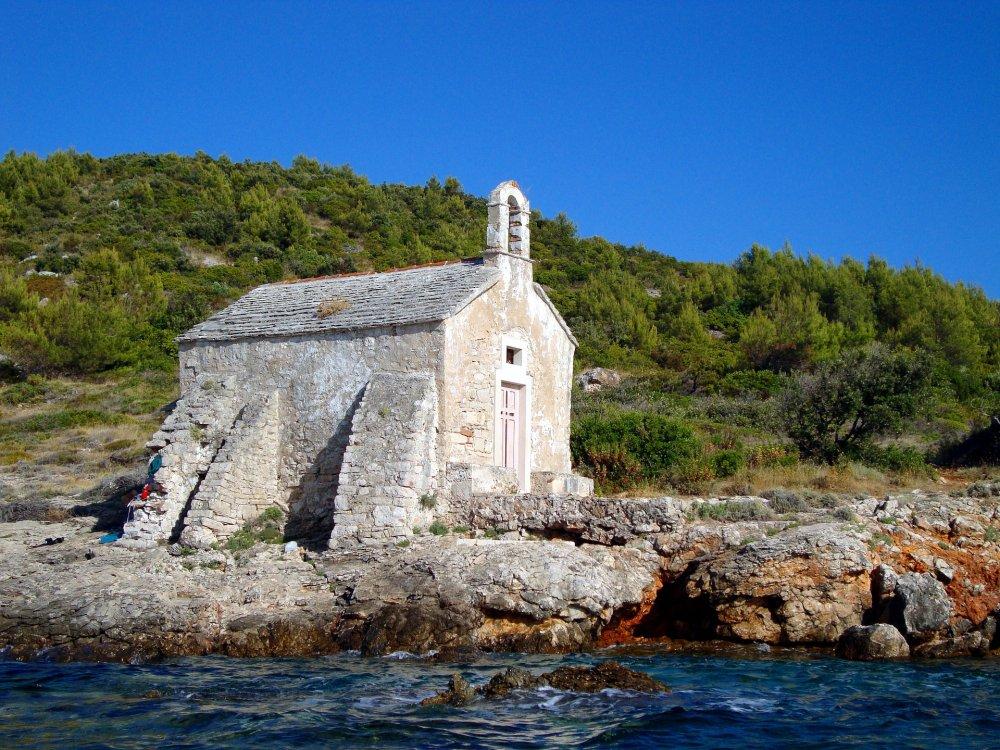 Kleine Kapelle am Meer auf der Insel Hvar