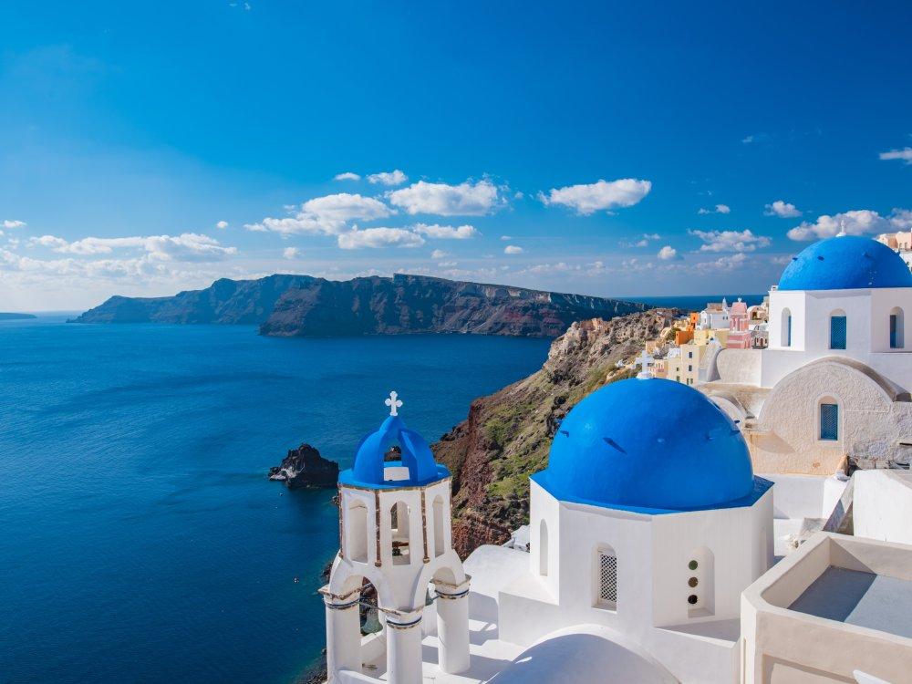 Santorini Kapelle mit blauer Kuppel