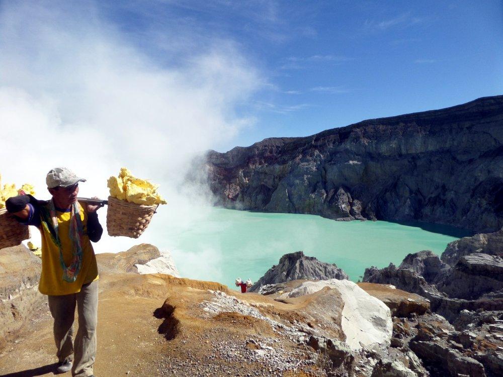 Minenarbeiter am Ijen Vulkan