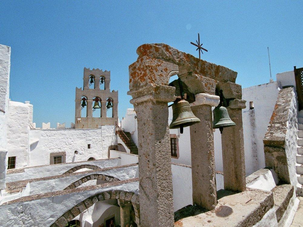Kykladen Insel Kirchtum mit Glocken