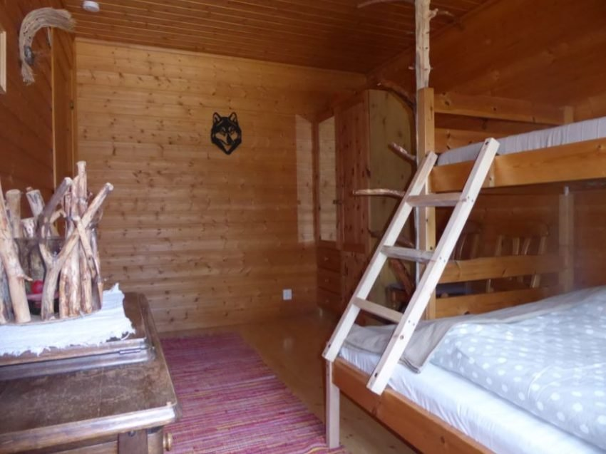 Zimmer mit Stockbett im  Snowtrail Dogcamp