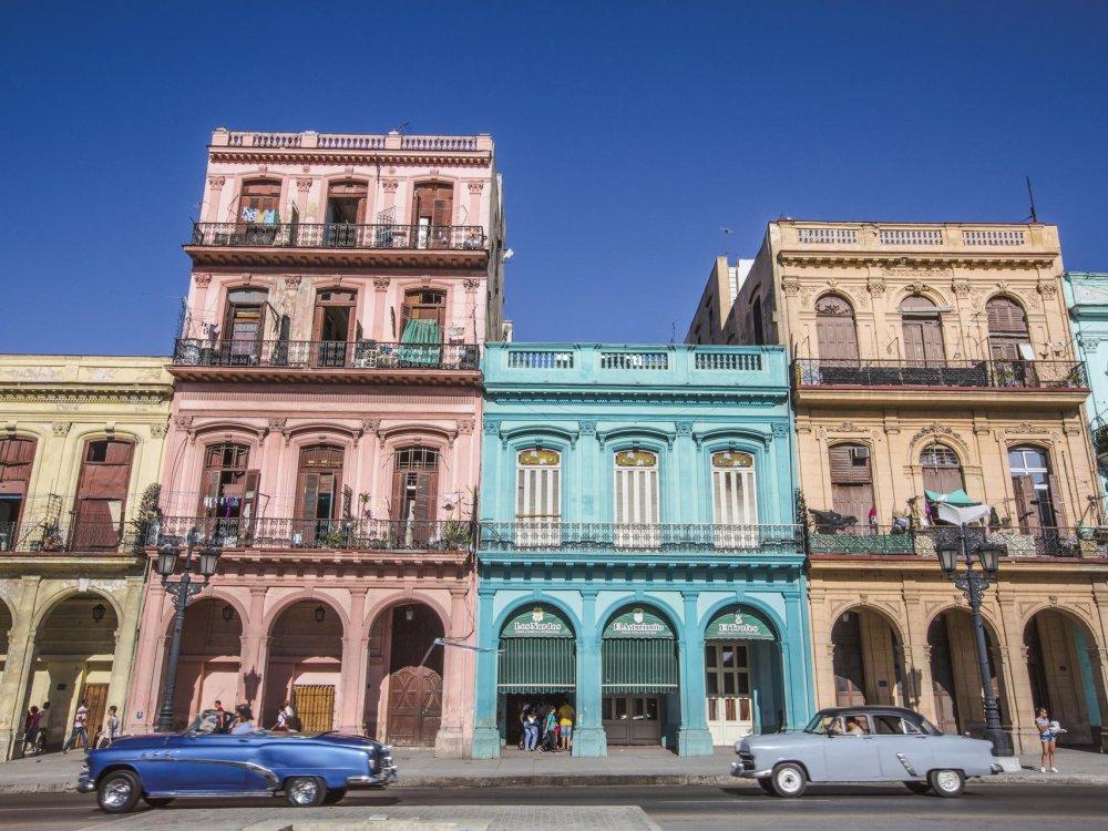 Havanna bunte Häuser und Oldtimer