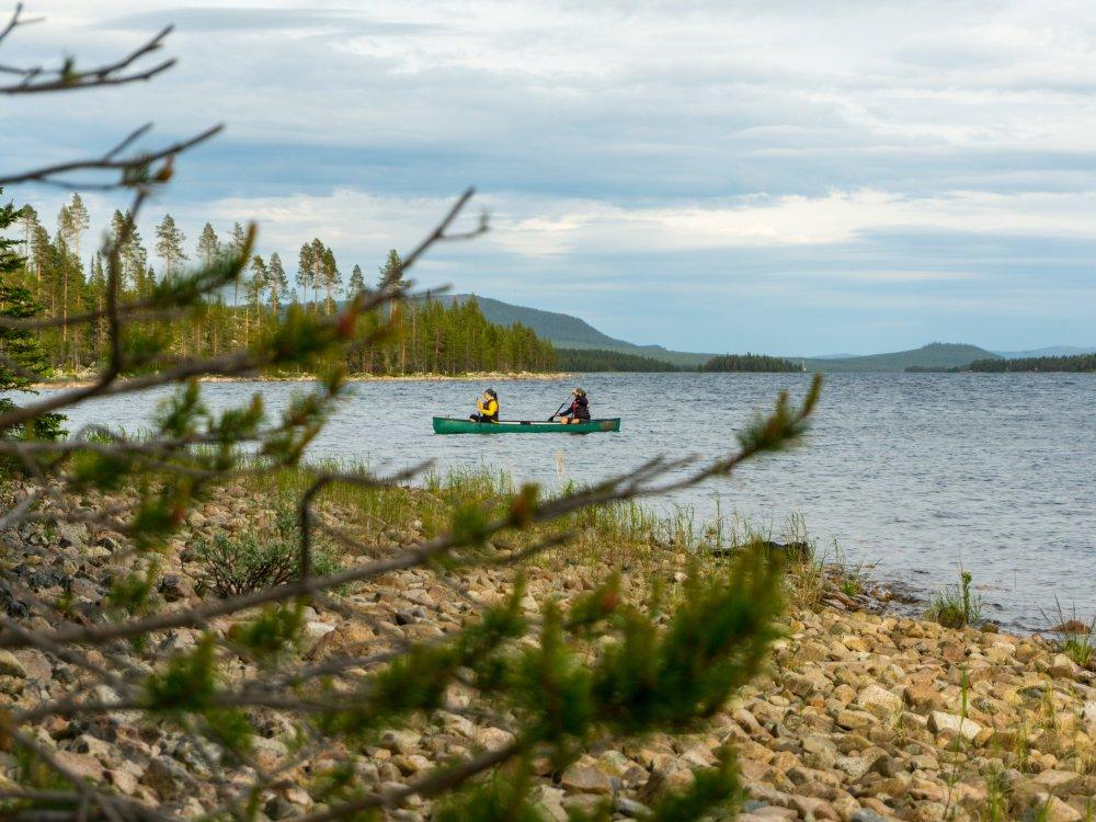 Kanuten auf dem See