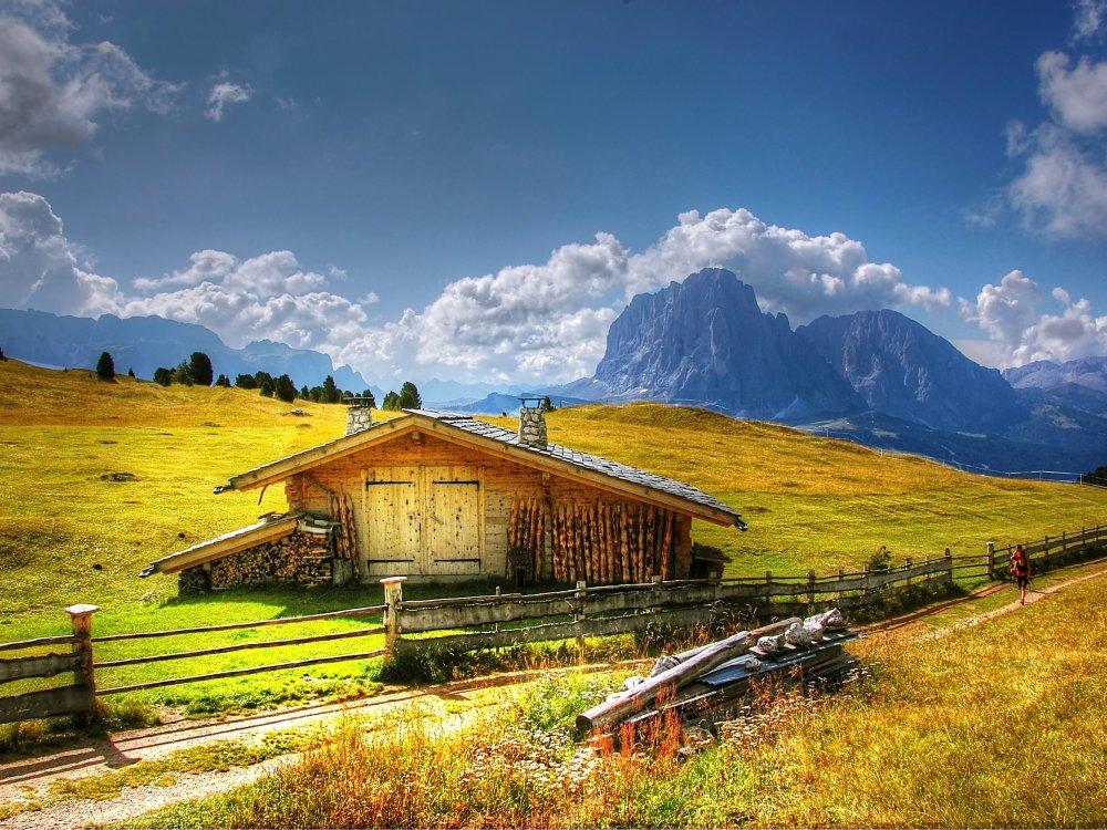 Hütte am Langkofel und Plattkofel in den Dolomiten