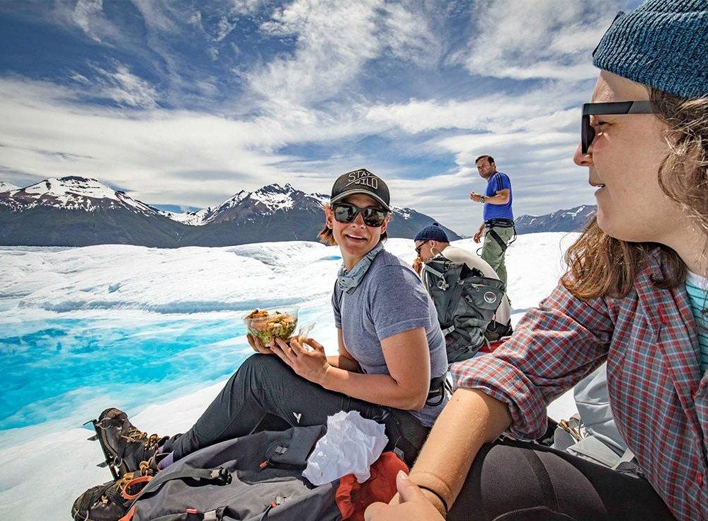 Gruppe an einem Gletscher in Patagonien