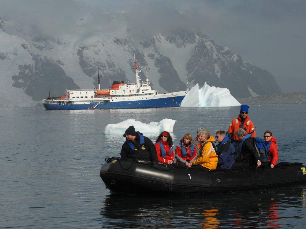 Antarktis Ausflug mit dem Zodiac