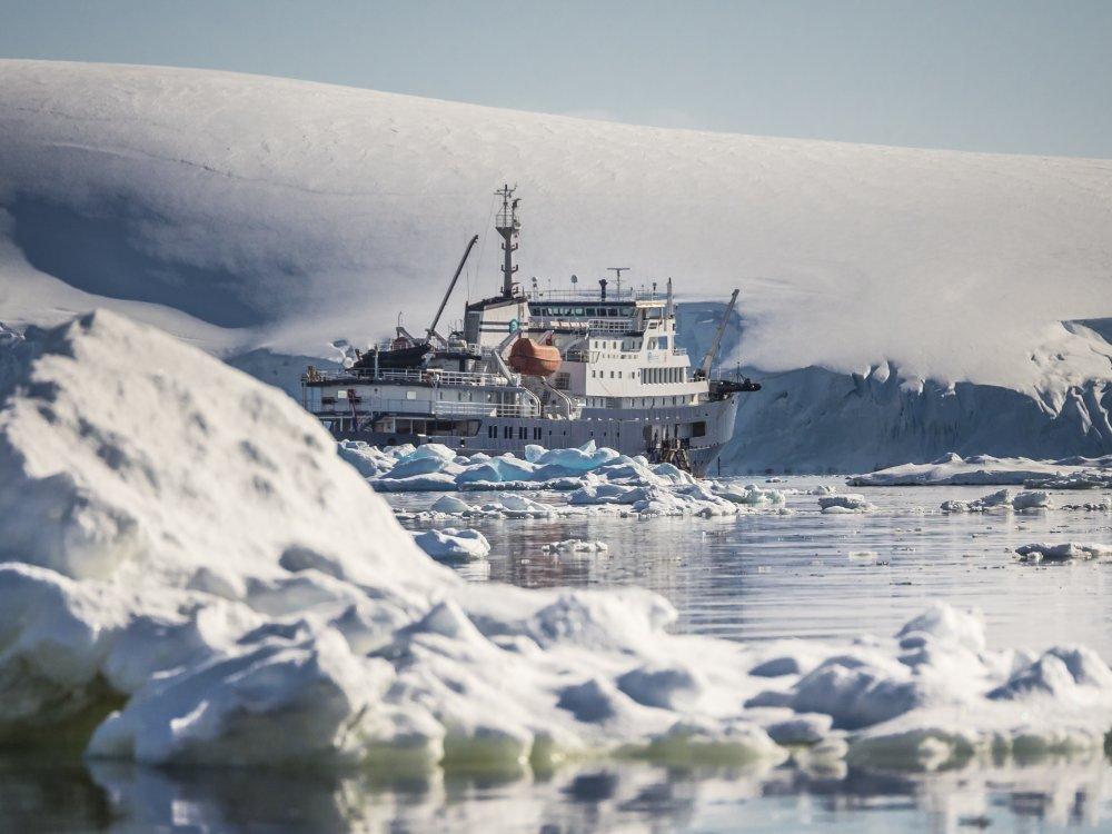 Plancius Schiff in der Antarktis