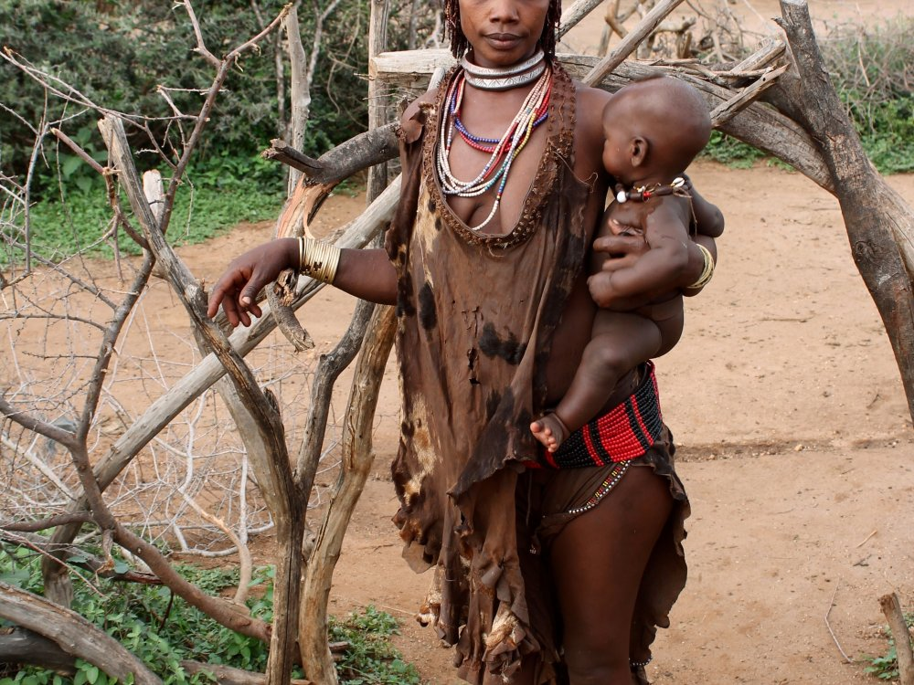 Hamar Dorf woman
