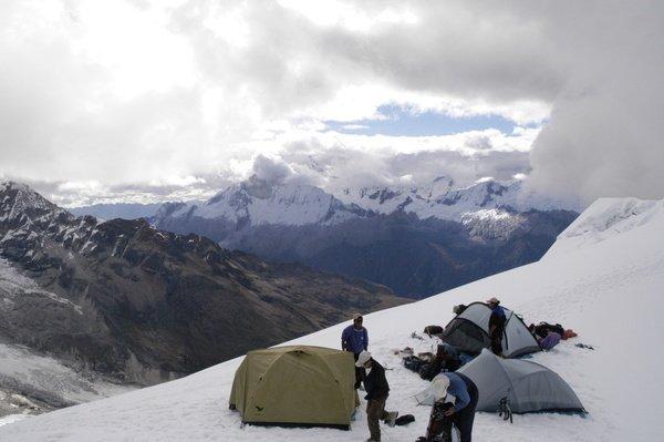 188P00023_ActivePeru_Chopi_Hochlager auf dem Schnee