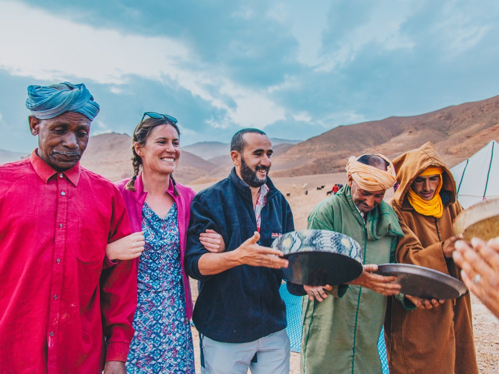 Traveller hat Spass mit Einheimischen in Marokko