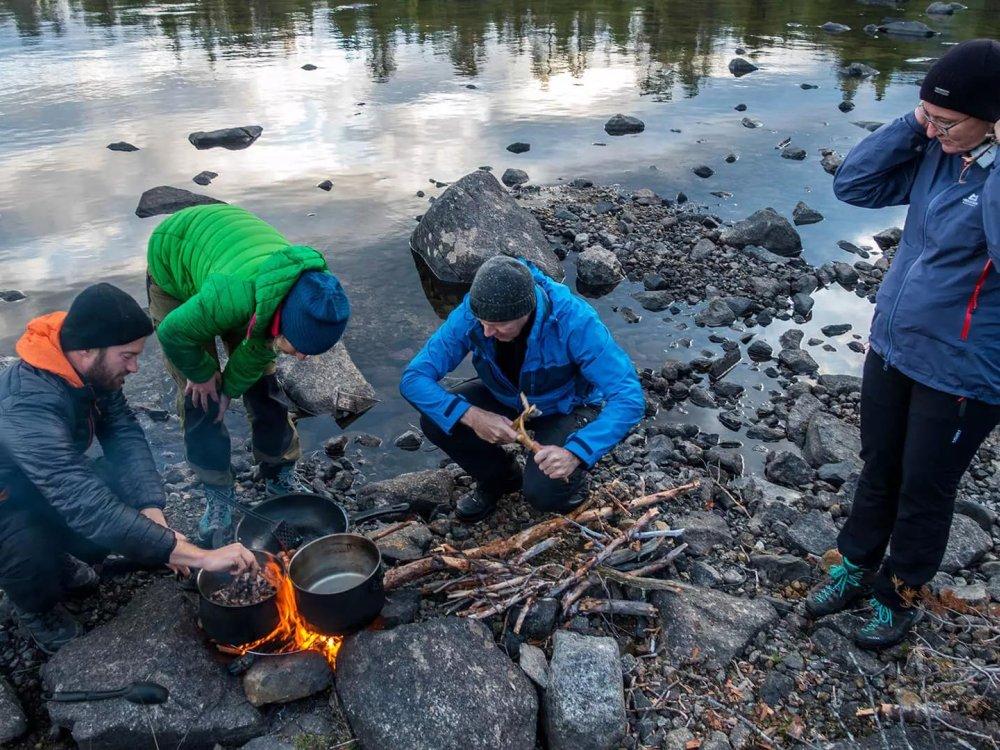 Lagerfeuer beim Camping am Piteälven