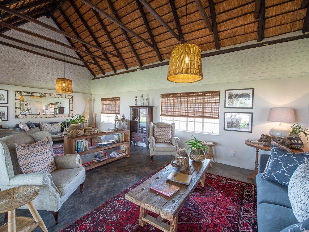 Lounge in der Makuwa Safari Lodge