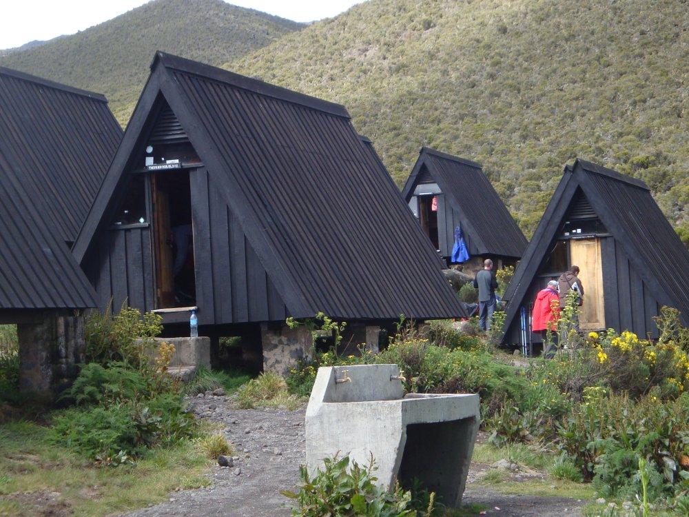Hütten im Horombo Camp auf der Marangu Route