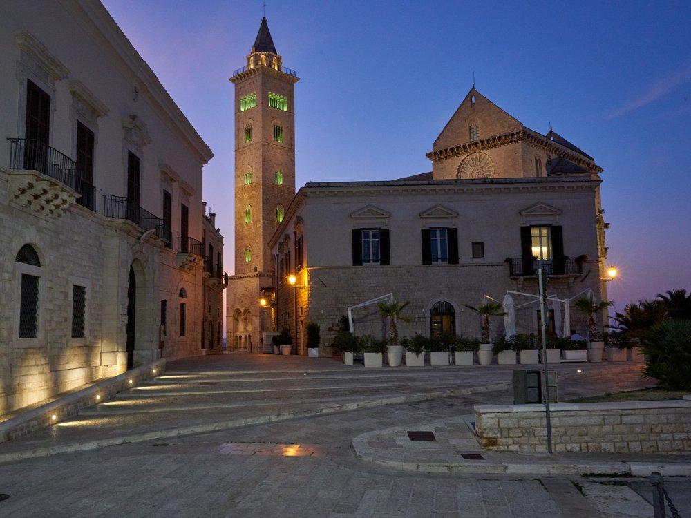 Kirche von Trani am Abend