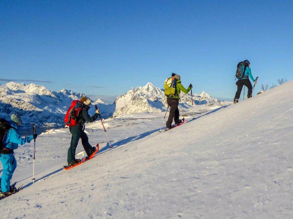 Unterwegs mit Schneeschuhen auf den Lofoten