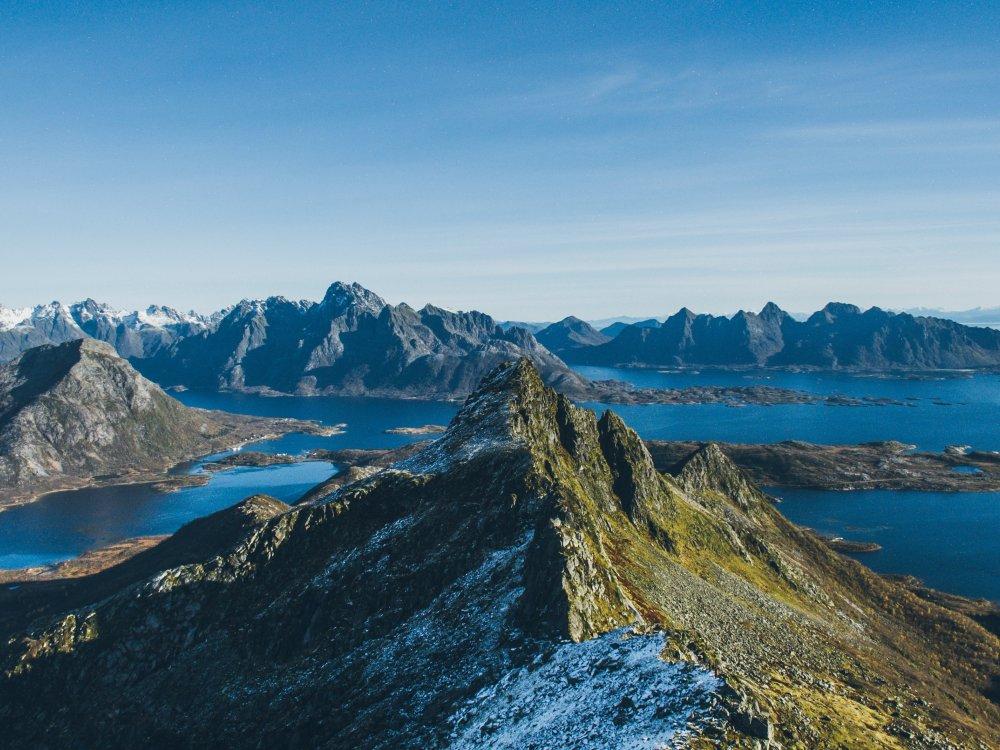 Panoramablick über die Inselgruppe der Lofoten