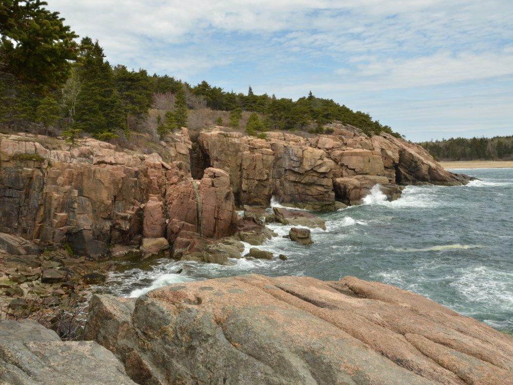 Schroffe Küste im Acadia Nationalpark