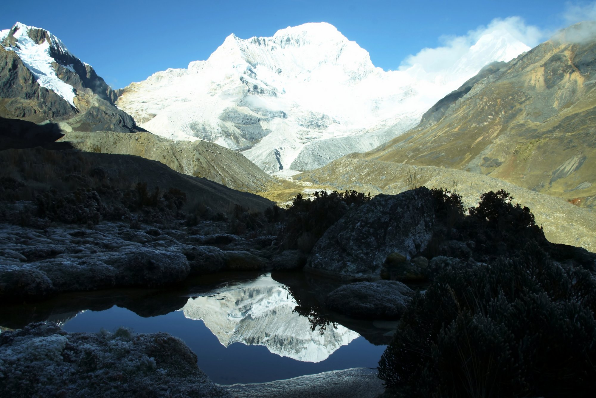 Eindrucksvoller Gipfel in den peruanischen Anden