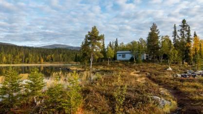 Hütte am See am Kungsleden