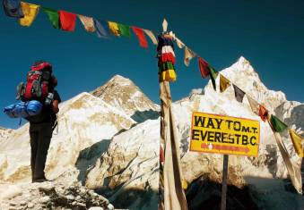 Blick auf den Mount Everest auf der Wanderung zum Basislager