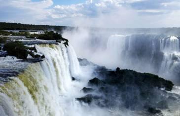 Mächtige Iguazu Falls