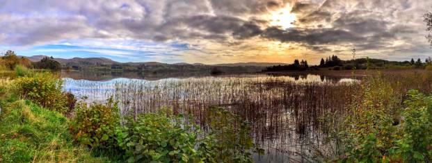 Landschaft mit See in Donegal