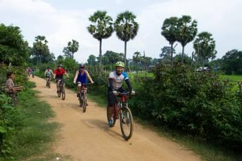 Vietnam_cycling_group_3