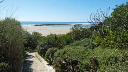 Strandpfad an der Küste der Algarve