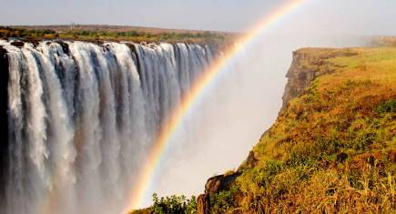 Regenbogen über den Victoria Falls