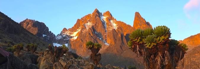 Bergspitzen des Mount Kenya bei Sonnenuntergang