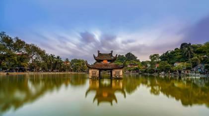 Tempel im See in Vietnam