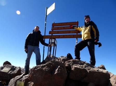 Erfolgreich auf dem Gipfel des Mount Kenya.