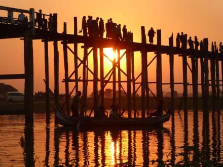 Wunderschöner Sonneuntergang an der U-Beinbrücke