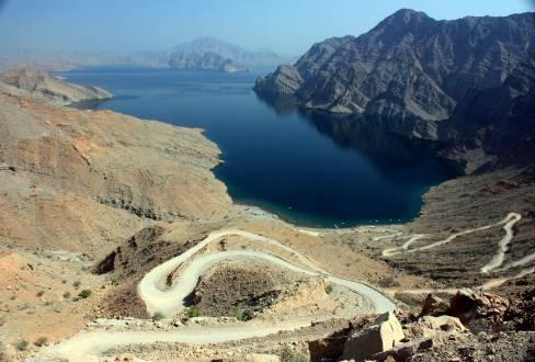 service_reiseberichte_oman-mietwagenreise-oman-road.jpg
