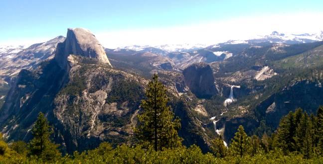 Atemberaubender Blick auf den Halfdome im Yosemite Nationalpark.