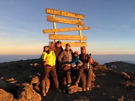 reisethemen_ostafrika_kilimandscharo-besteigung-kilimandscharo-uhuru-peak-2015.jpg